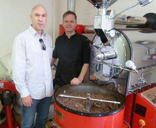 ForestFinance-Geschäftsführer Harry Assenmacher (links) besuchte Cocoáfair und deren Gründer Heinrich Kotze, der selbst gebürtiger Südafrikaner ist, in Kapstadt.